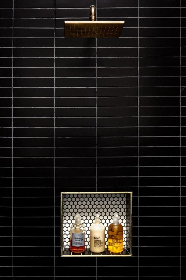Fishtown-Lokal-Hotel-Shower-matte-black-brass-599x900