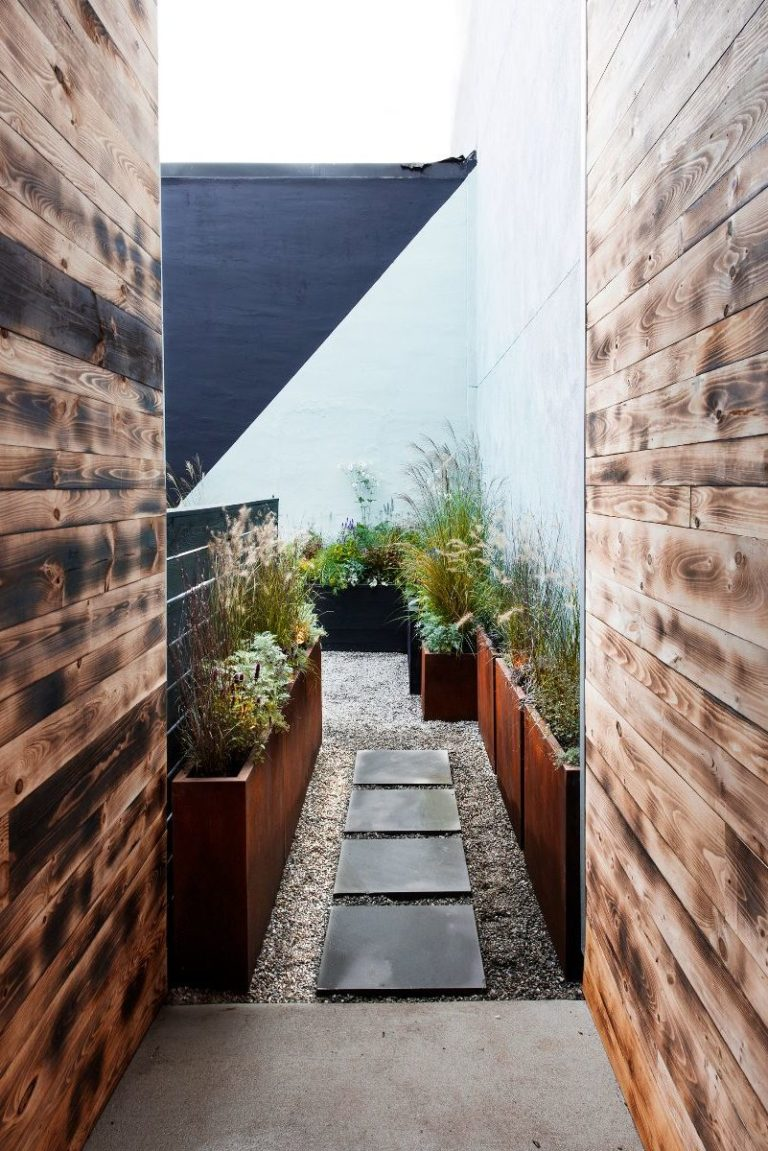 fishtown-lokal-courtyard-feroxstudio-yard-entrance-e1544196821859